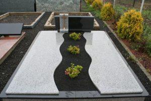 Dalinis dengimas granito plokštėmis su dekoratyvine skalda