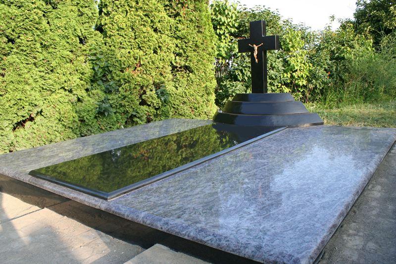 Pilnas kapavietės dengimas granito plokštėmis